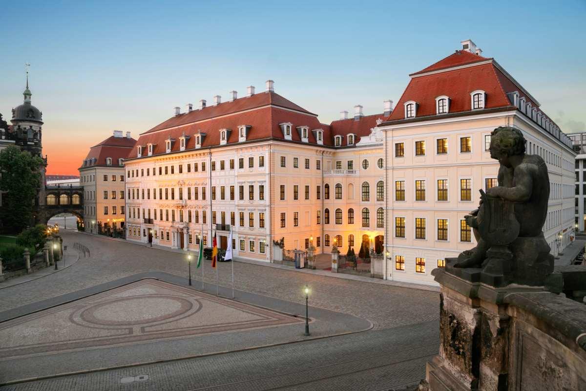 Hotel-Taschenbergpalais-Kempinski-Dresden-Aussenansicht-Tag